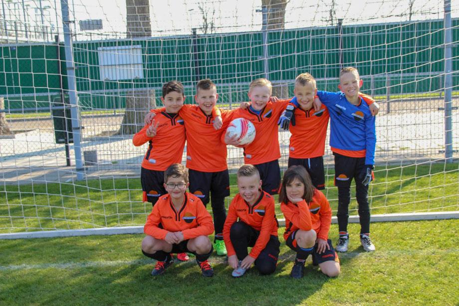 Team JO8-6 loopt de Feyenoord Foundation Run
