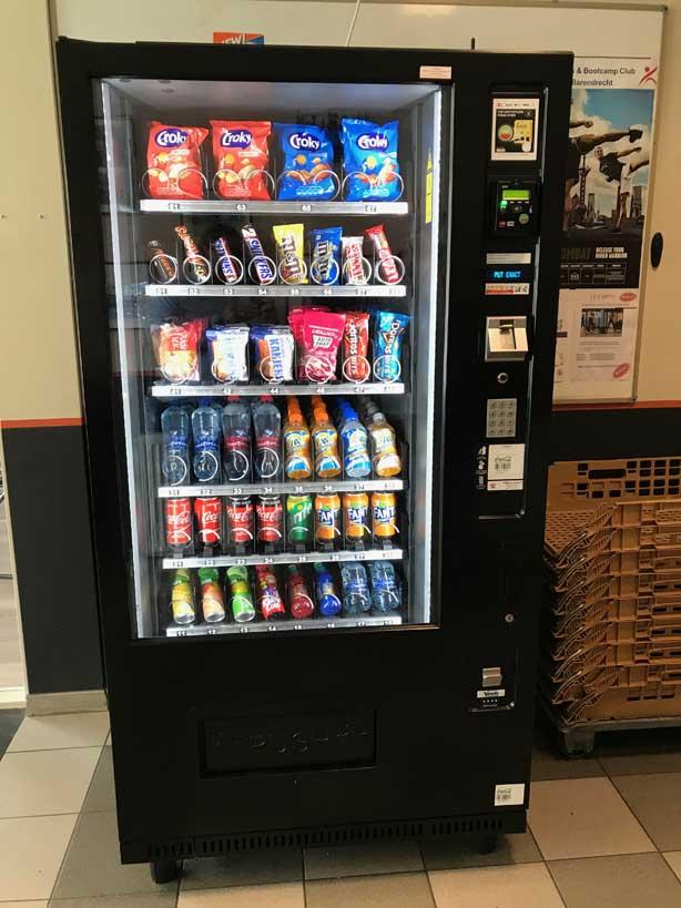 Snoep en drank automaat.