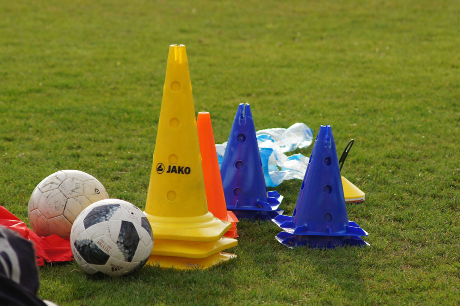 Spelers van Smitshoek 1 geven met plezier training aan andere teams