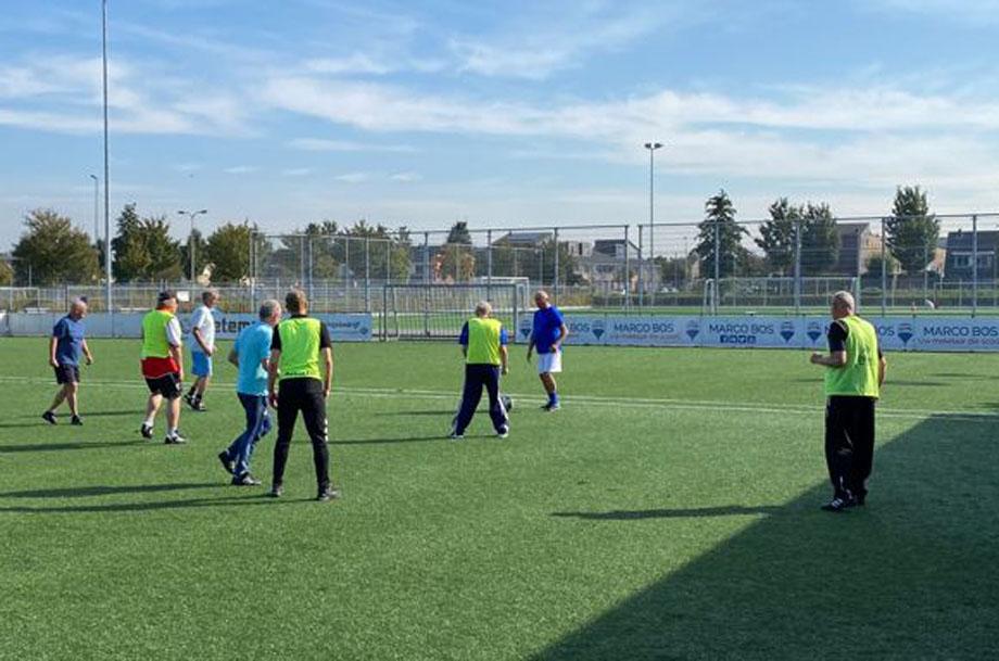 Afzien bij eerste training Walking Football